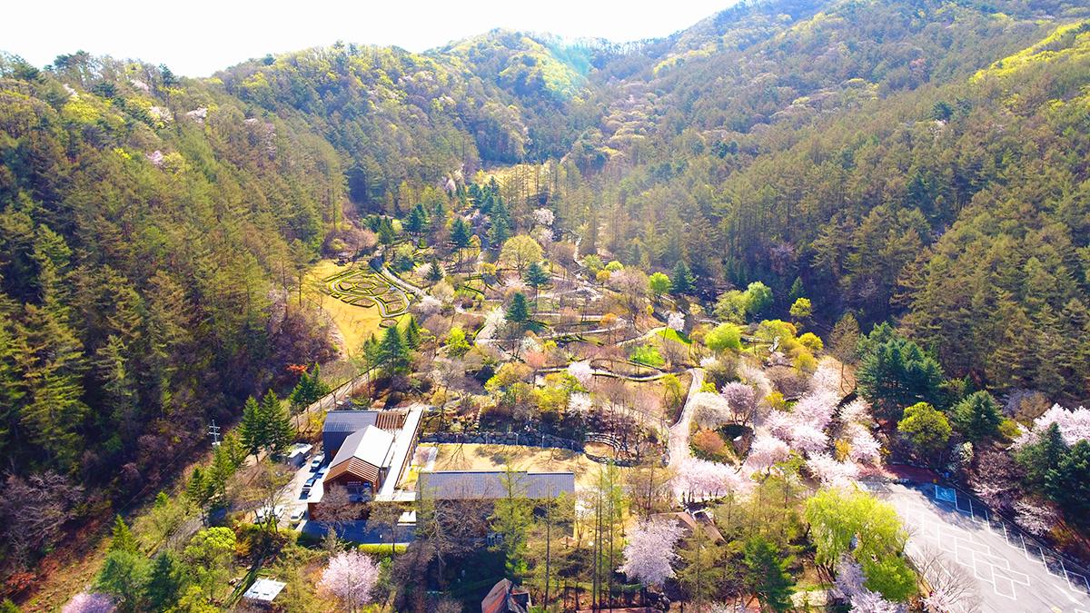(사진+1)+가평+유명산자연휴양림+산림복합체험센터(자생식물원)의+전경입니다..JPG